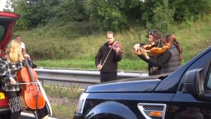 高速道路の大渋滞の中でサプライズ?弦楽4重奏『カノン』が素敵すぎる!